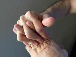 Tronarse los dedos